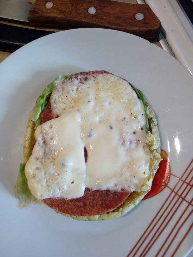 Zielona kanapka na ciepło