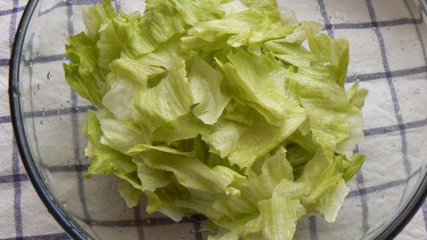 Zielona sałatka z białym akcentem