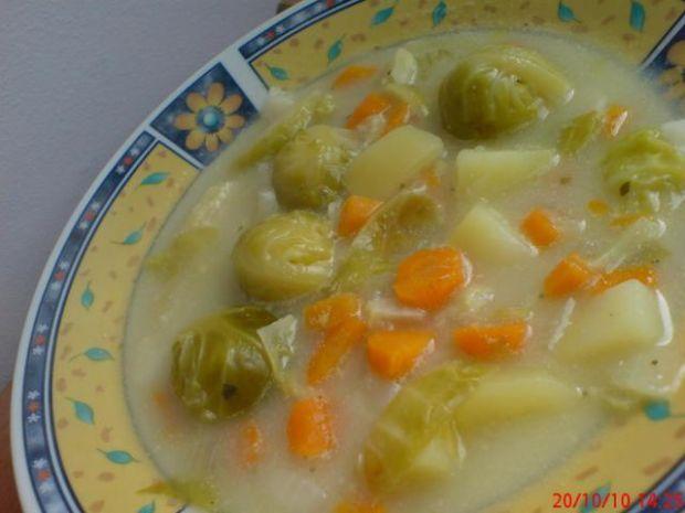 Zielona zupa jarzynowa