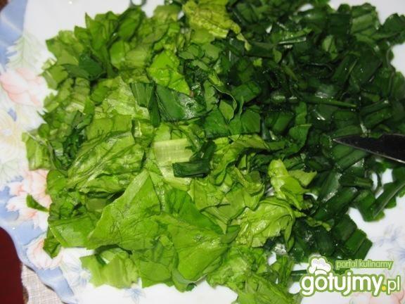Zielone kanapki z kwiatami rukoli