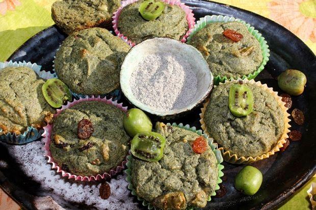 Zielone muffiny kukurydziane z rodzyn. i mini kiwi