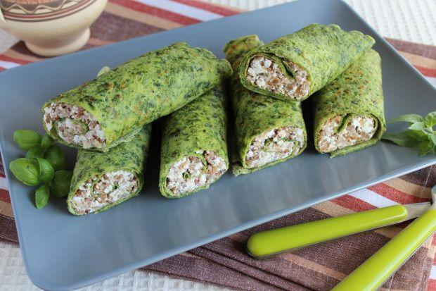 Zielone naleśniki z kaszą gryczaną i białym serem