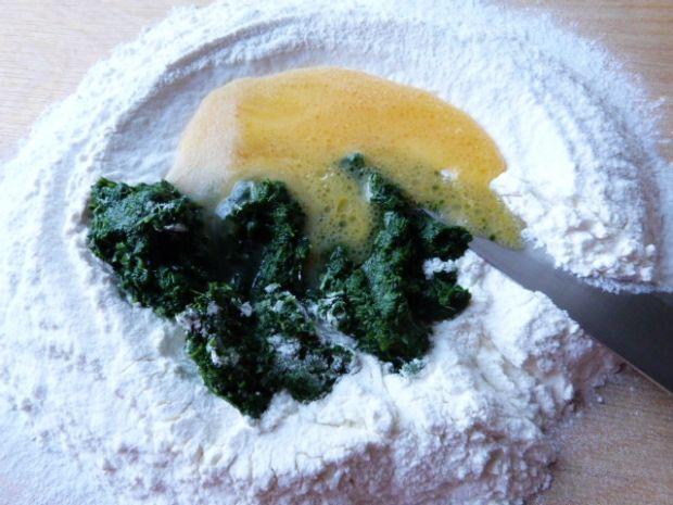 Zielone pierożki z serem i cebulą