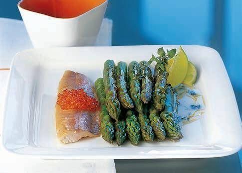 Zielone szparagi z masłem limonkowym