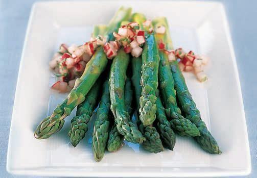 Zielone szparagi z salsą
