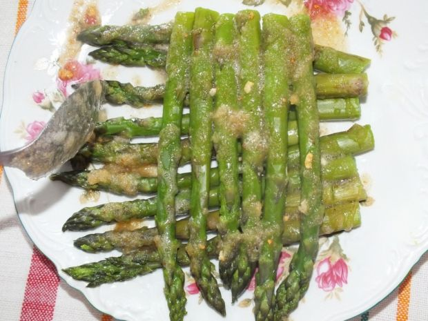 Zielone szparagi z zasmażką