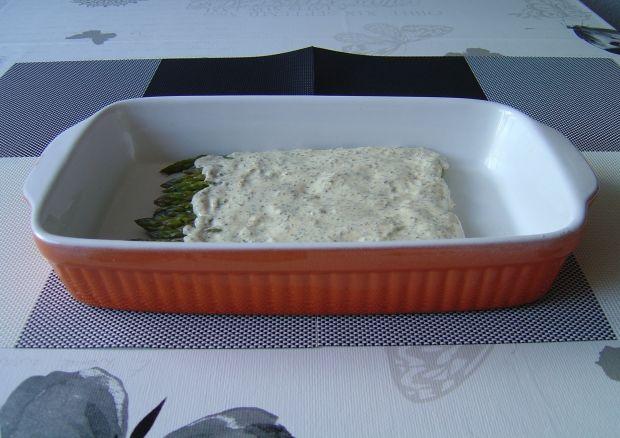 Zielone szparagi zapiekane w parmezanowym kremie