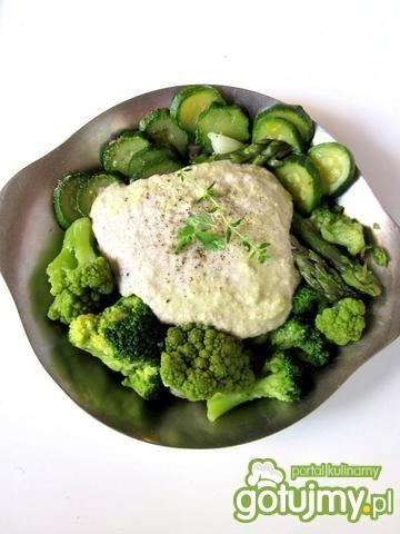 Zielone warzywa w sosie słonecznikowym