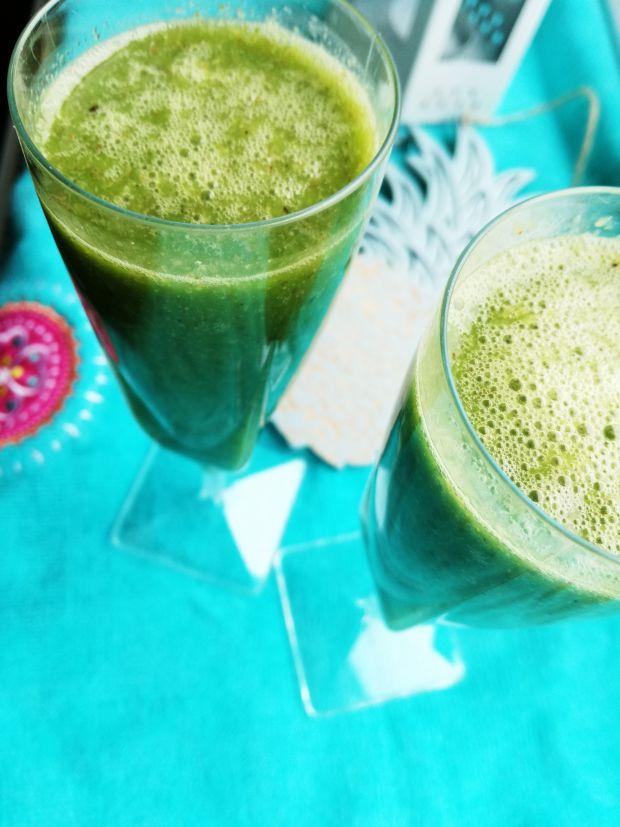 Zielony koktajl z mango i avocado
