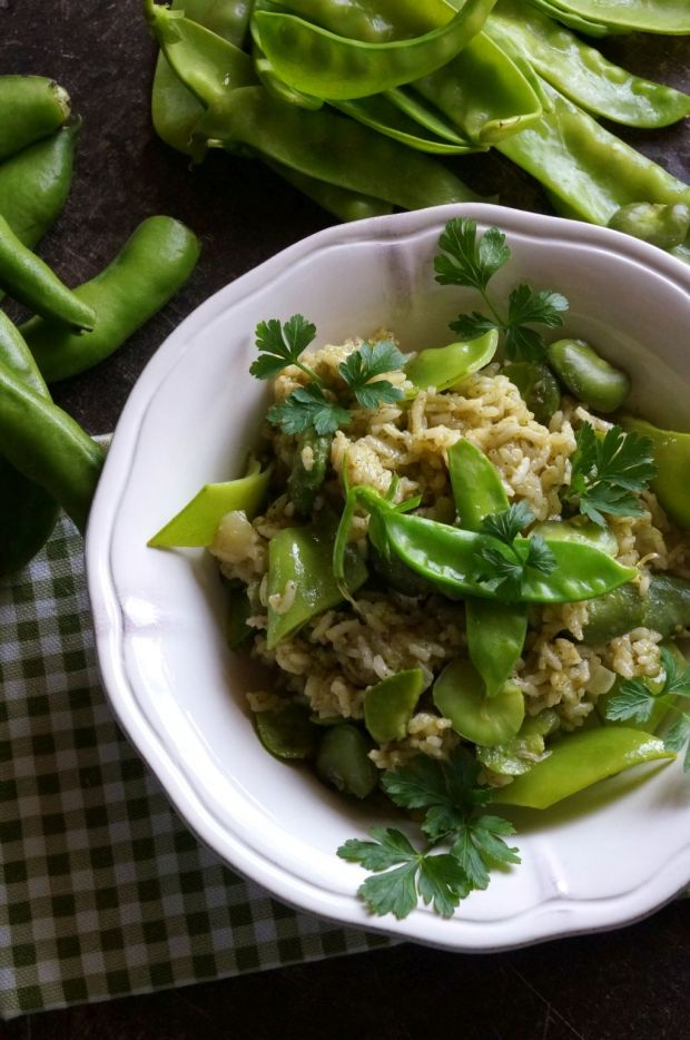 Zielony ryż z bobem i groszkiem cukrowym