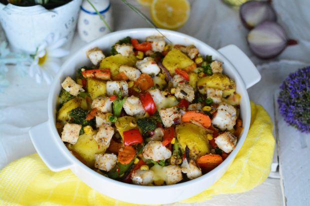 Ziemniaczana zapiekanka z dorszem i warzywami
