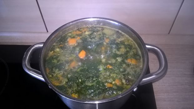Ziemniaczana zupa z pokrzywami