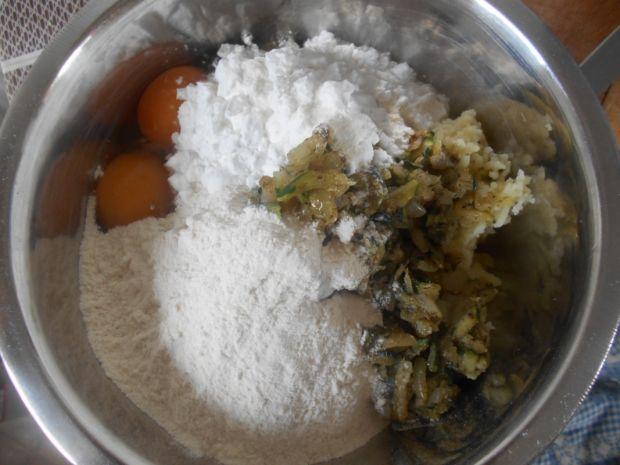 Ziemniaczane kluseczki z cukinią i cebulą