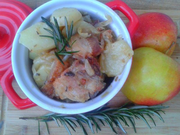 Ziemniaki duszone z boczkiem,jabłkiem i rozmarynem