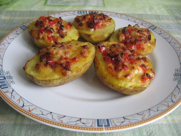 Ziemniaki faszerowane mozarellą i boczkiem