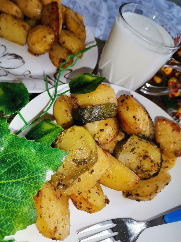 Ziemniaki pieczone z cukinią i przyprawami