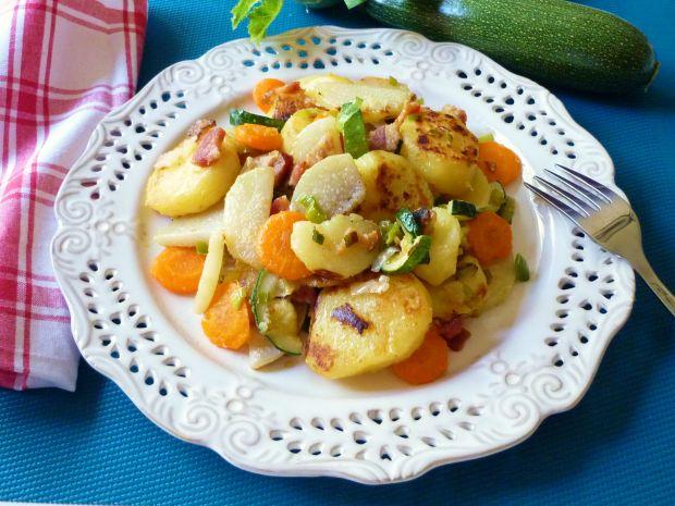 Ziemniaki podsmażane z kalarepą i cukinią