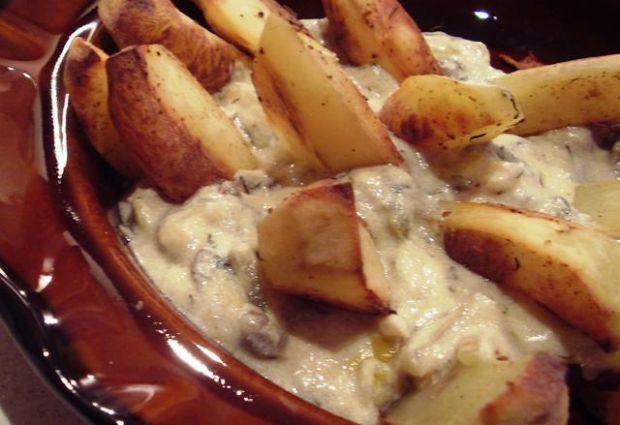 Ziemniaki z dipem pieczarkowym i indykie