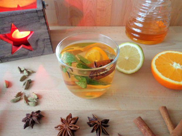 Zimowa herbata z miętą, cynamonem i anyżem