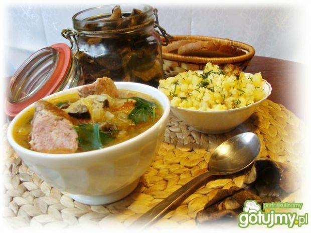 Zimowa zupa z kiszonej kapusty