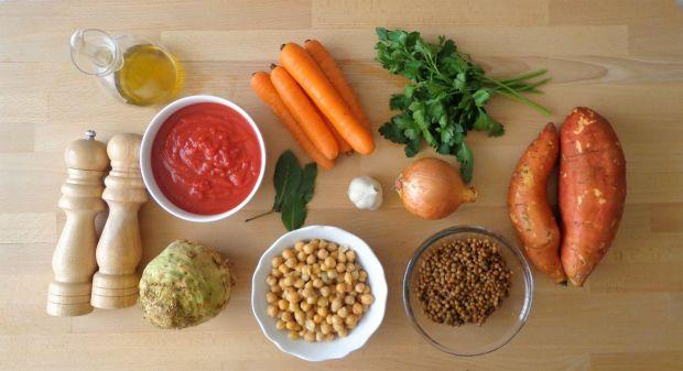 Zimowa zupa z soczewicy i ciecierzycy