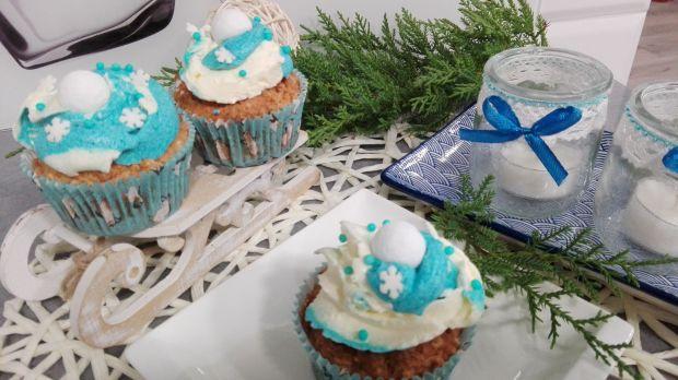 Zimowe muffinki z kulą śnieżną