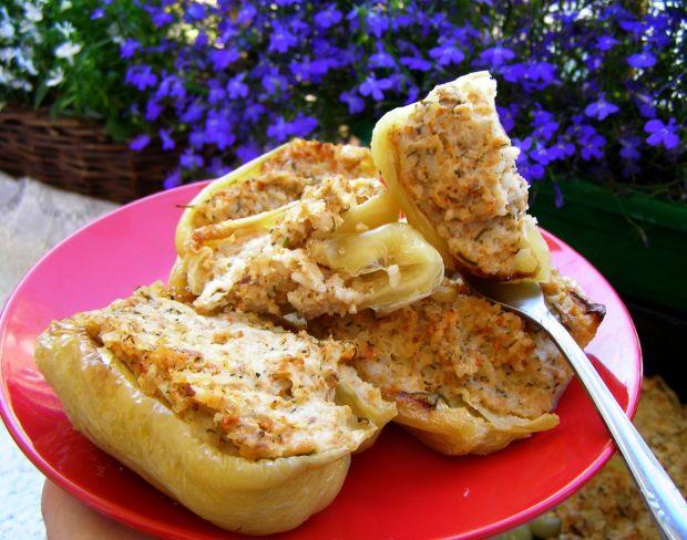 Żółta papryka pieczona z mięsem drobiowym z ryżem