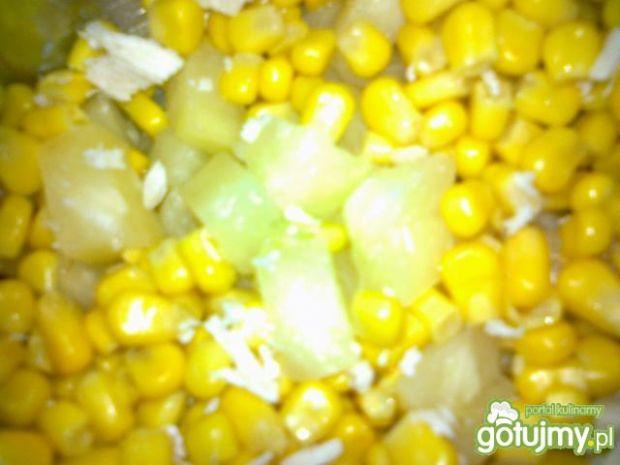 Żółta sałatka z kurczakiem
