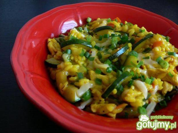 Żółte risotto z kurczakiem i cukinią