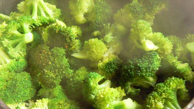 Zupa brokułowa z groszkiem ptysiowym