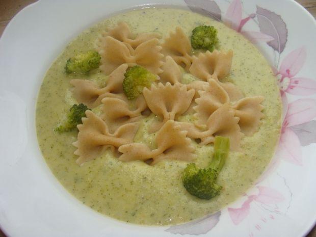 Zupa brokułowa z makaronem i serkiem