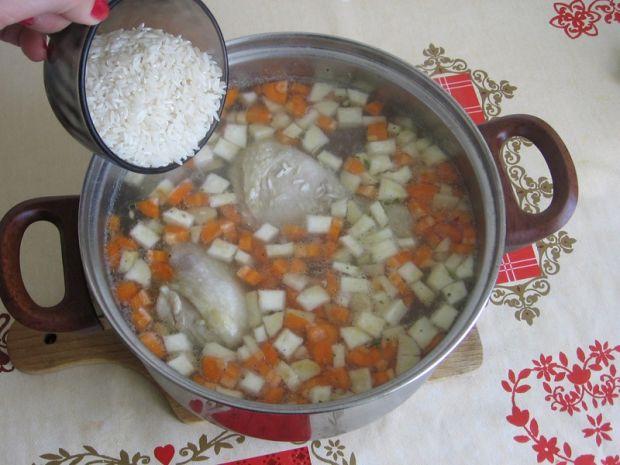Zupa brokułowa z ryżem i koperkiem