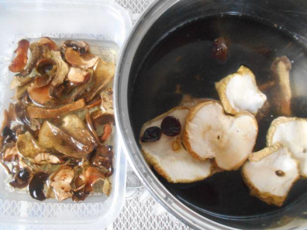 Zupa brzadowa z suszonymi grzybami
