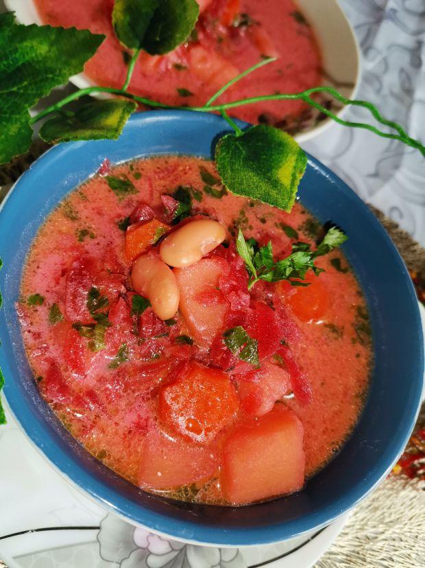 Zupa buraczkowa z ziemniakami i fasolą