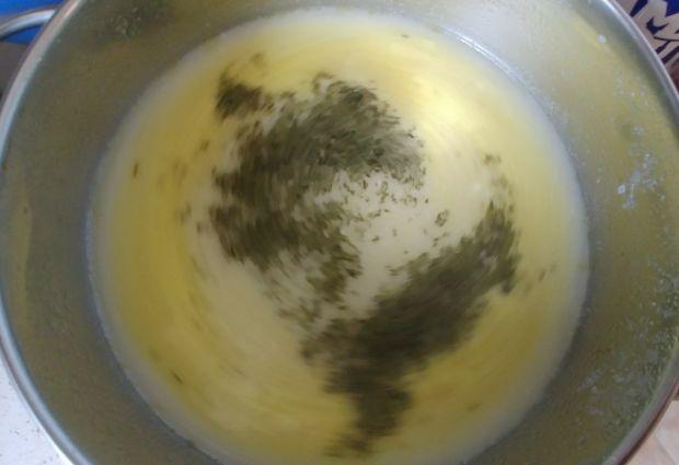 Zupa chrzanowa z jajkiem i chipsami z boczku