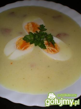 Zupa chrzanowa z kiełbasą i jajkiem