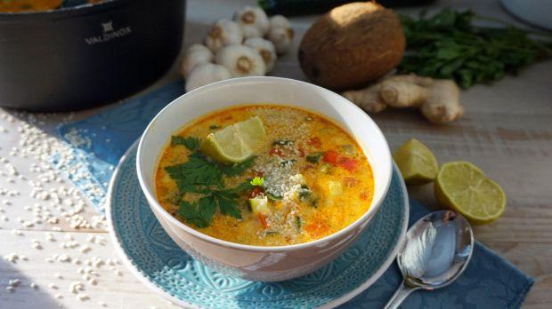 Zupa curry z papryką i cukinią