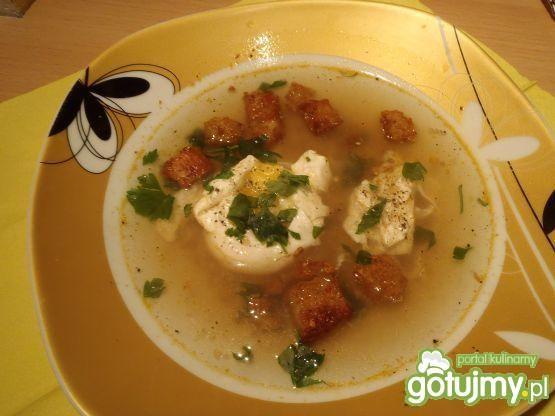 Zupa czosnkowa z jajkiem i grzankami