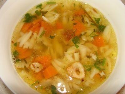 Zupa czosnkowa z makronem