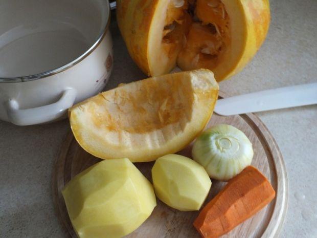 Zupa dyniowa na żołądkach drobiowych