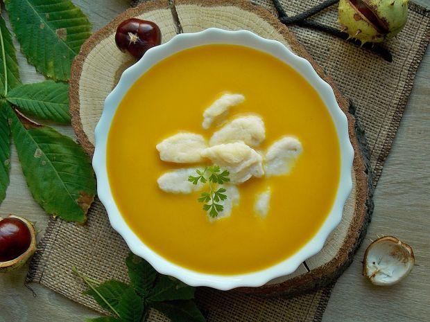 Zupa dyniowa z serowymi kluseczkami