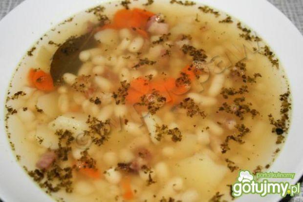 Zupa fasolowa na golonce