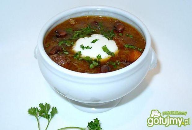 Zupa fasolowa z kiszoną kapustą