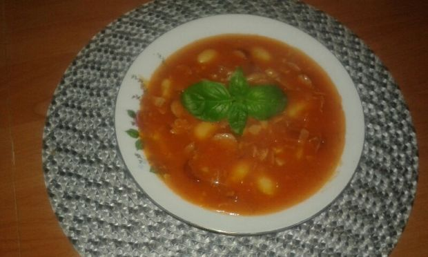 Zupa fasolowa z przecierem pomidorowym