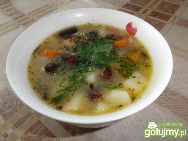 Zupa fasolowa z ziemniaczkami