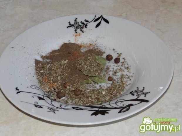 Zupa grochowa z boczkiem i kiełbasą