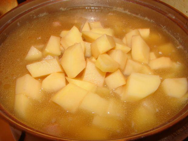 Zupa grochowa z boczkiemZupa grochowa