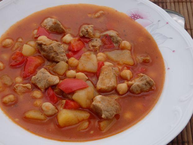 Zupa gulaszowa z cieciorką