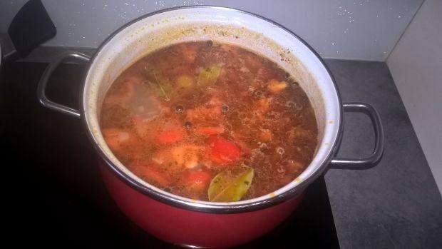 Zupa gulaszowa z kaszą orkiszową