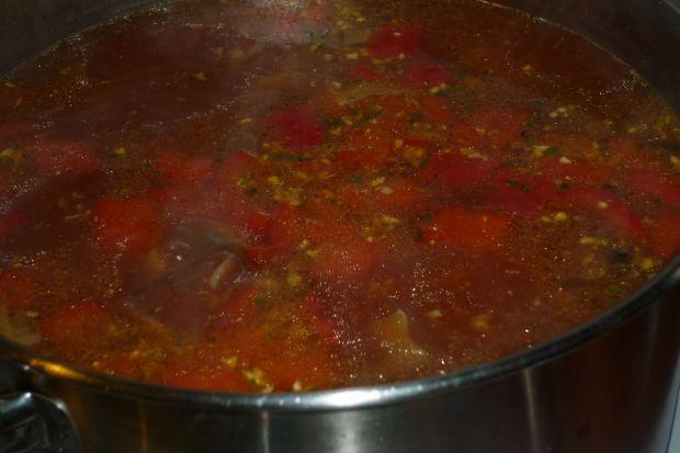 Zupa gulaszowa z pieczarkami i papryką